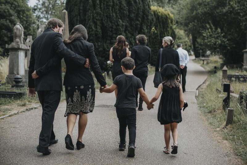 Gyermeket vinni temetésre